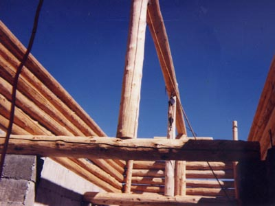 post and beam construction with round logs